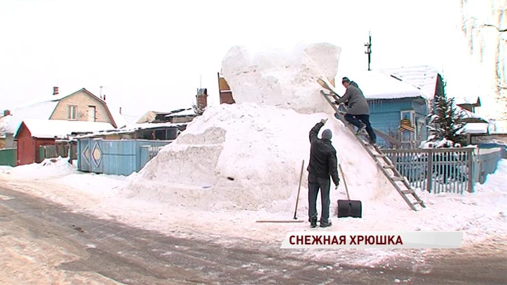 В Ярославле возвели четырехметровую свинью из снега: видео