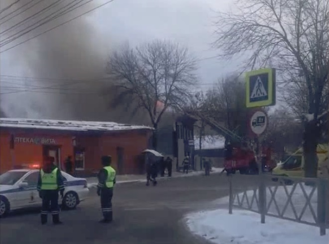 Из горящего дома на Перекопе в Ярославле спасли человека