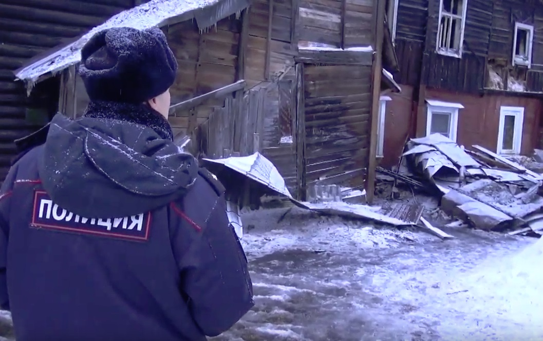 Полицейские спасли из горящего дома на Перекопе ярославну