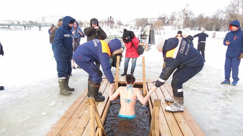 Из-за толщины льда в Ярославле могут перенести места крещенских купаний