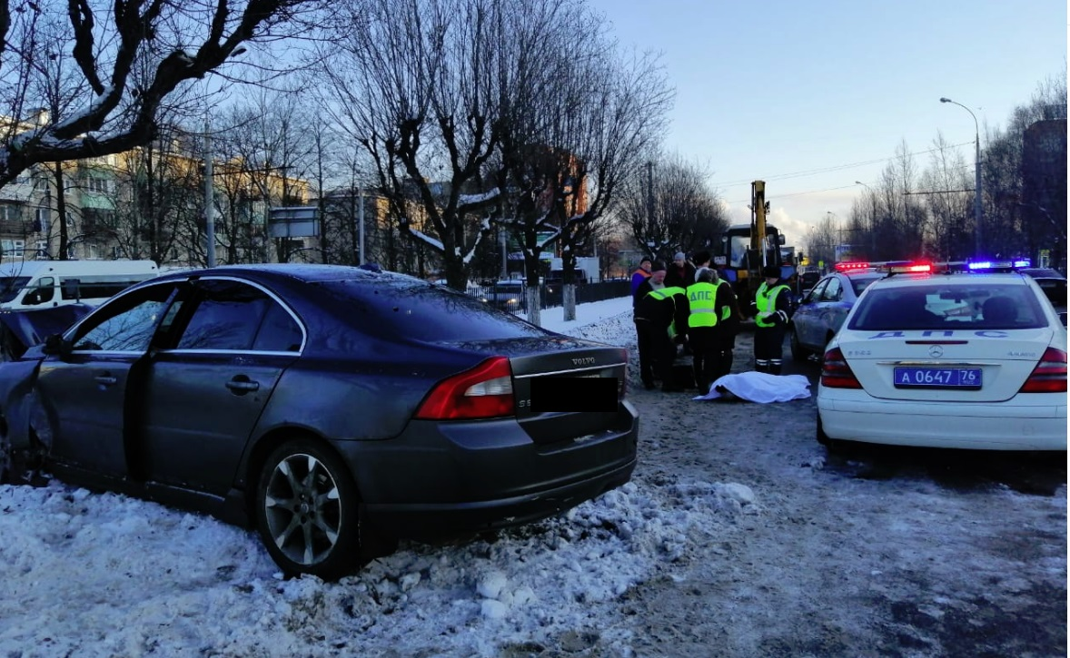 На Ленинградском проспекте в Ярославле иномарка насмерть сбила пешехода