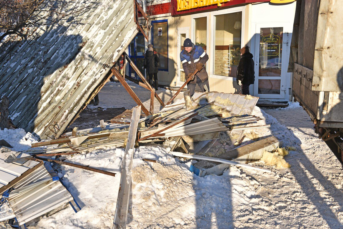 В Ярославле снесли торговый павильон в Крестах