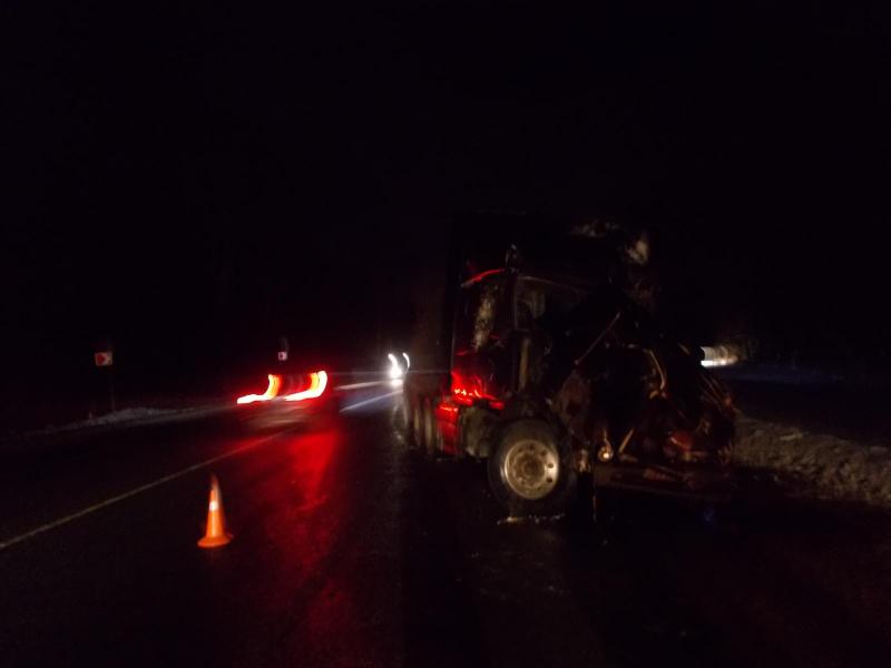 ДТП с участием двух фур и легковушки произошло на трассе М8 в Ярославской области: двое пострадавших
