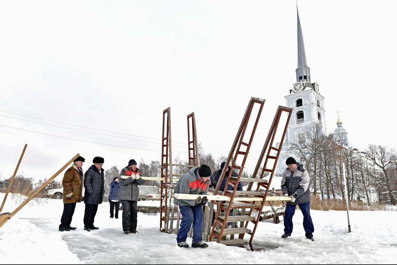 На Петропавловских прудах вырубили купель