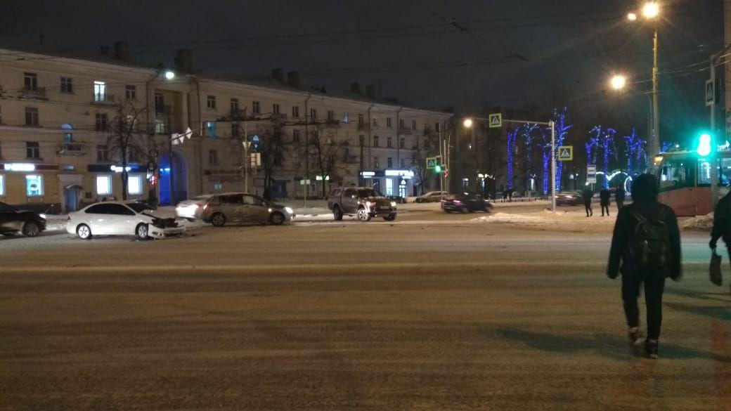 В Ярославле из-за тройного ДТП встали трамваи