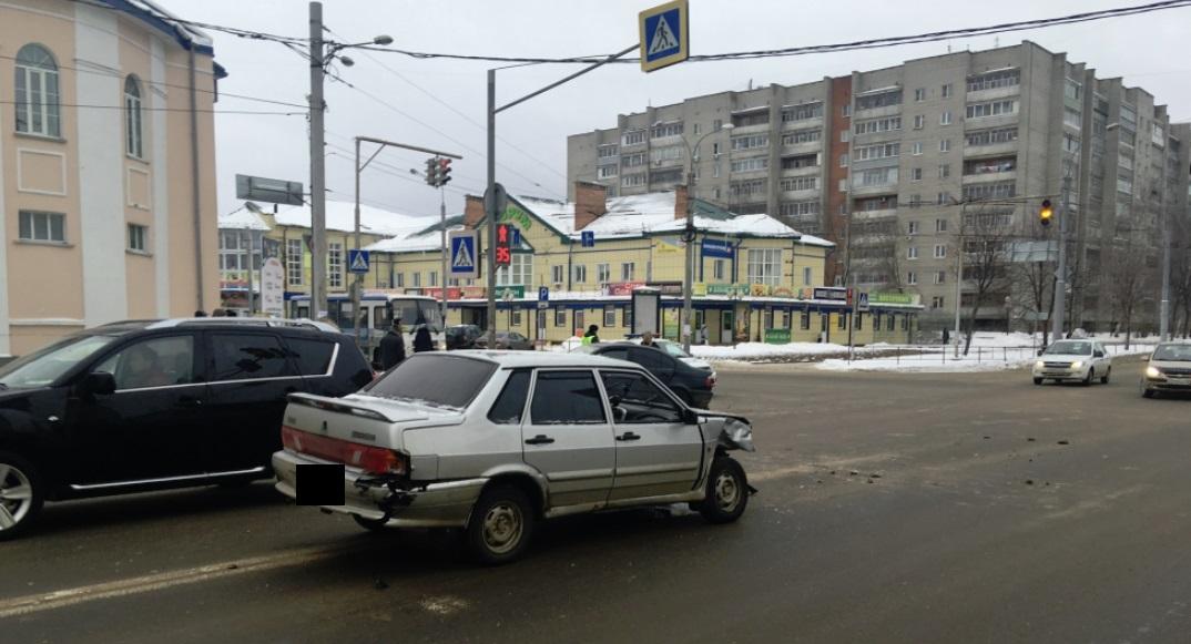 Опубликовано видео столкновения БМВ и «пятнашки» в Рыбинске