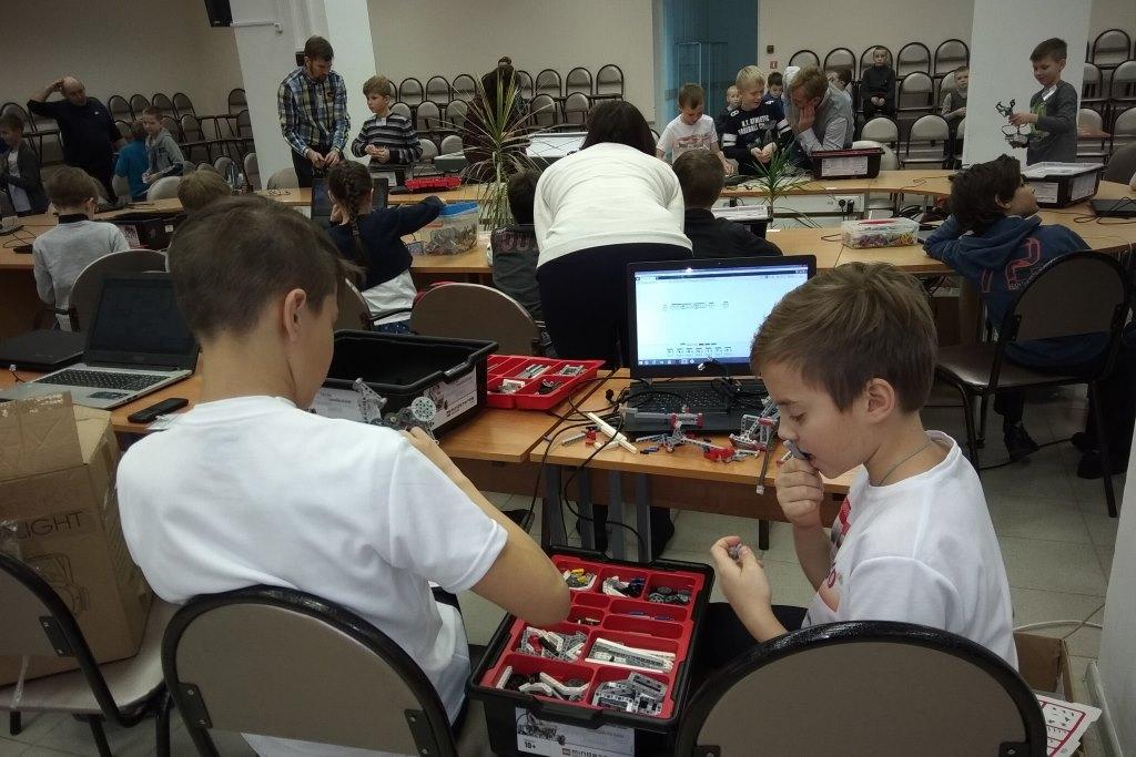 В региональном этапе фестиваля «РобоФест» принимают участие 30 команд школьников