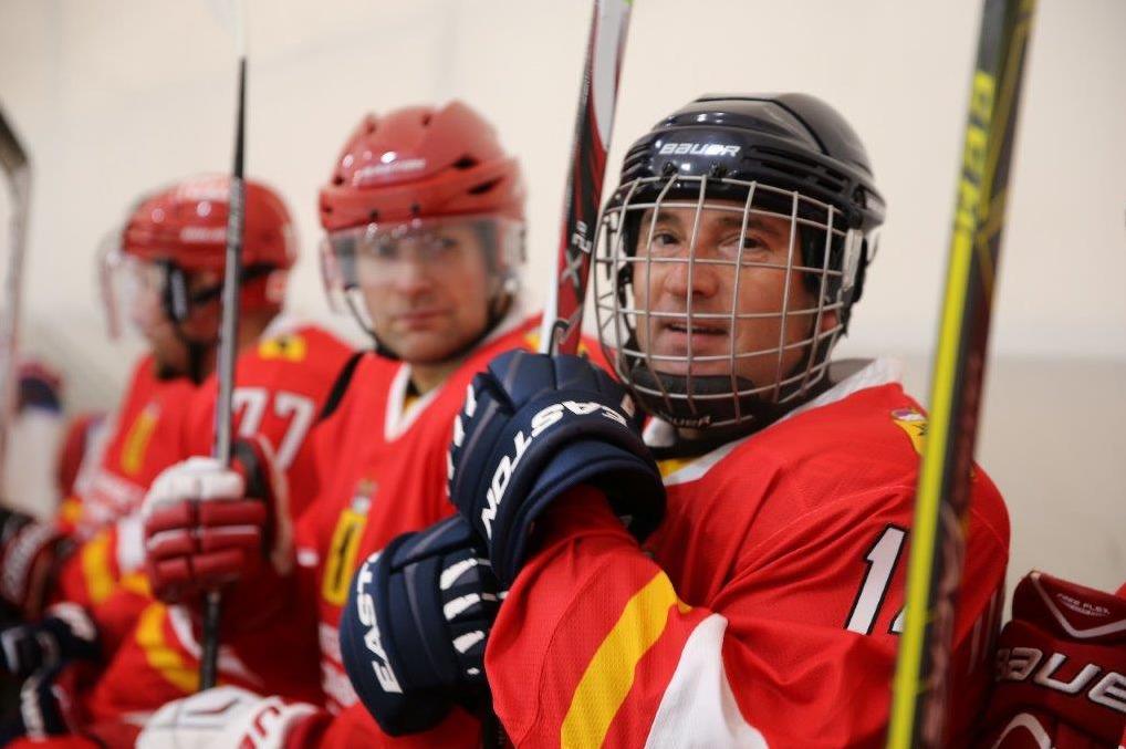 Байдарки, парашюты и хоккей: в Ярославской области чиновники показали, каким спортом занимаются: фото