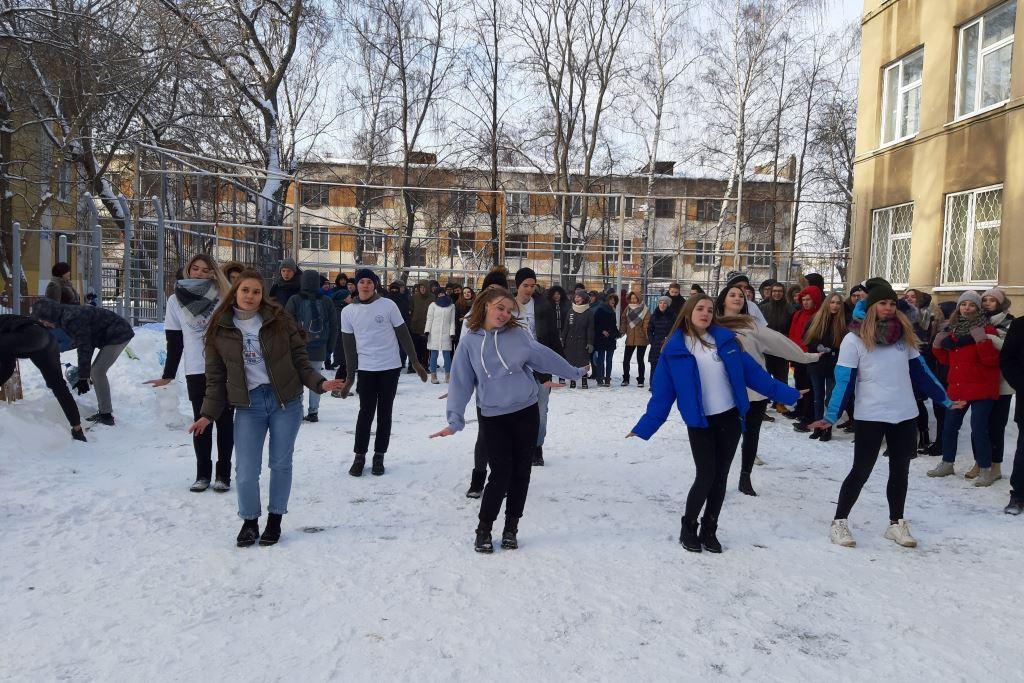В Ярославле День студентов отметили снежным флешмобом