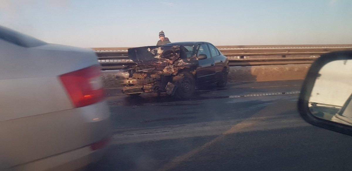 В аварии с участием маршрутки и четырех машин на Октябрьском мосту пострадал человек