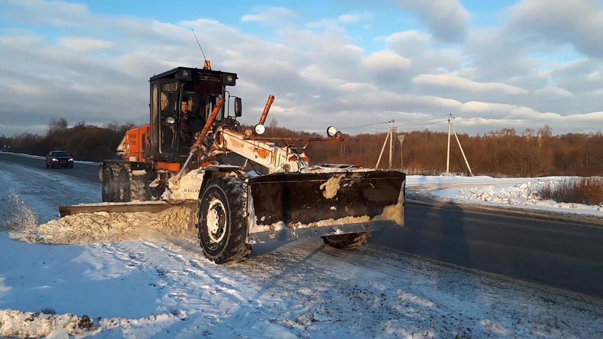 350 машин будут убирать дороги Ярославской области при сильных снегопадах