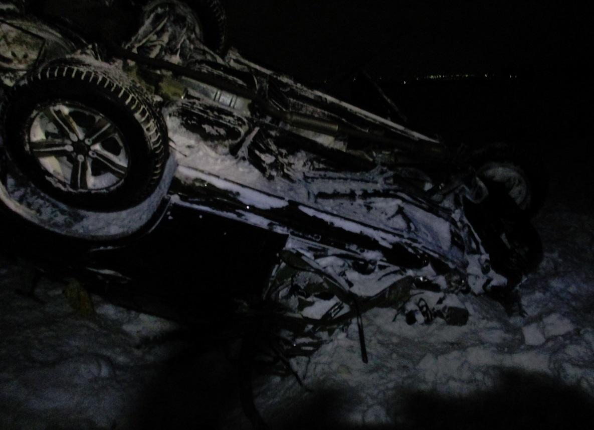 Пьяный водитель фуры протаранил легковушку: мужчина погиб, женщина ранена