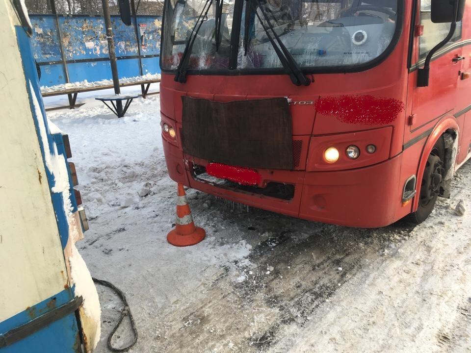 В Ярославле столкнулись автобус и троллейбус: пострадала школьница