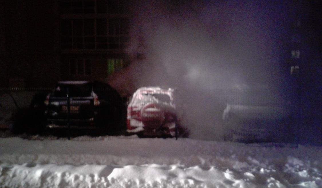 В Рыбинске на улице Приборостроителей вновь горят автомобили