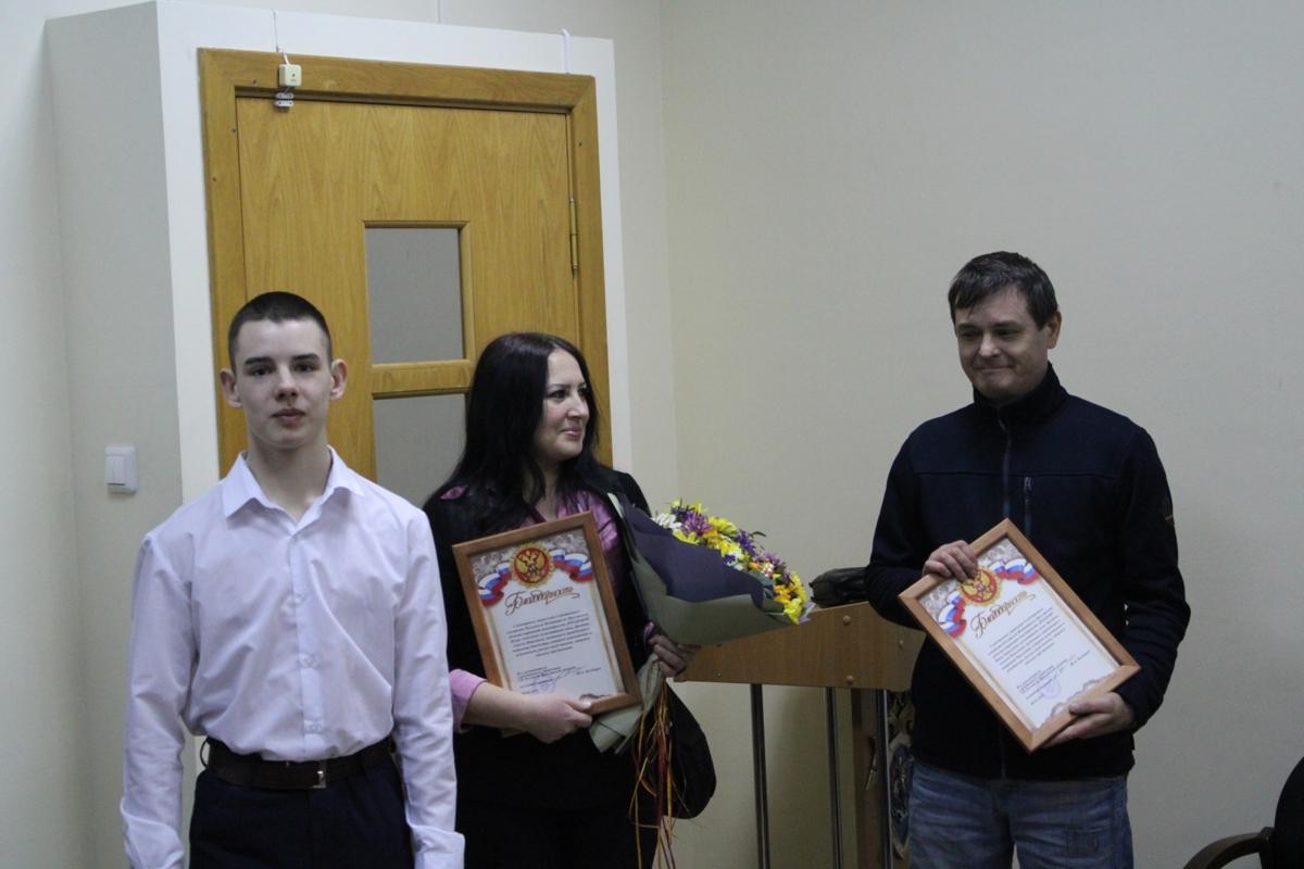В Ярославле наградили 16-летнего парня, отбившего женщину от грабителя