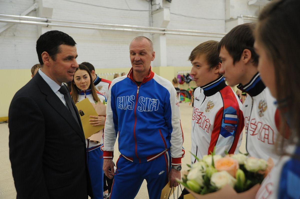 Дмитрий Миронов встретился с победителям и призерам чемпионата мира по фристайлу