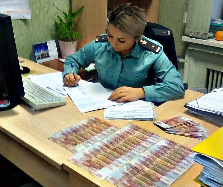 В Ярославле предприниматель хотел дать взятку таможеннику в размере 450 тысяч рублей