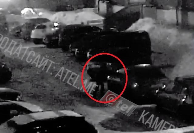 Поджигатель машины в Рыбинске попал в объектив камеры видеонаблюдения