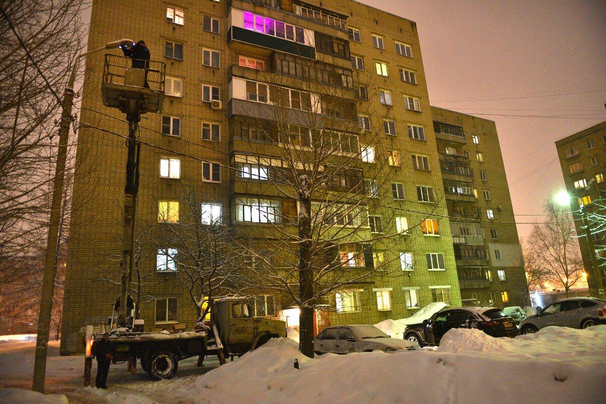 В Ярославле ремонтируют уличные фонари
