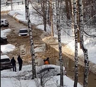 Из-за коммунальной аварии произошел потоп на улице Ляпидевского