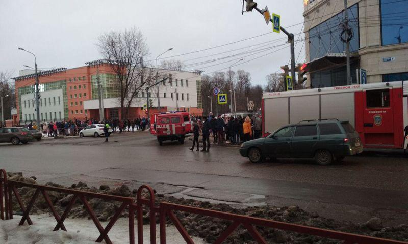В Ярославле эвакуировали посетителей ТЦ «Аура»