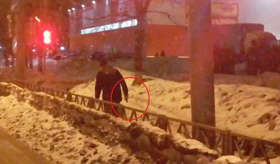 Молодой человек с оружием разгуливал по Дзержинскому району Ярославля