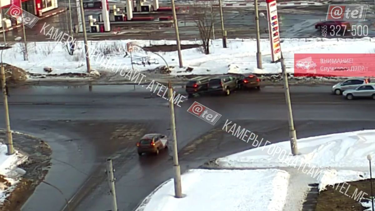 Появилось видео тройного ДТП в Рыбинске: пострадали две женщины