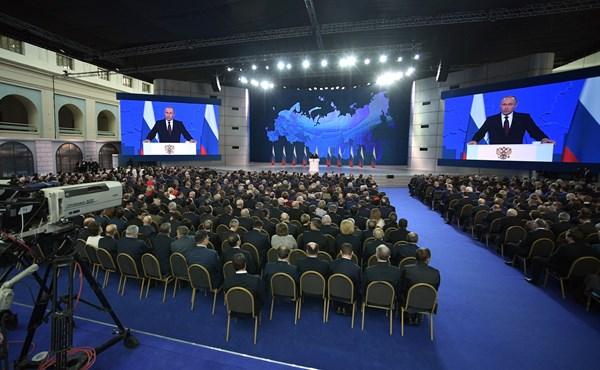 Алексей Константинов: в послании Федеральному Собранию президент Владимир Путин призвал сосредоточиться на внутреннем развитии страны
