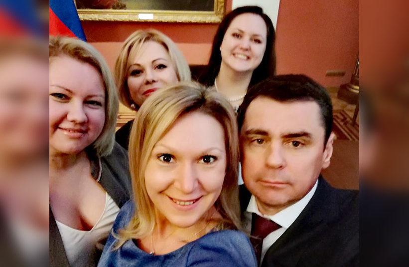 Губернатор Дмитрий Миронов сделал селфи с общественниками