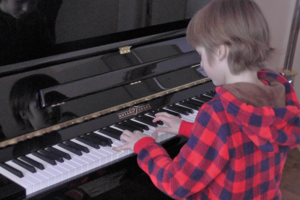 Десять новых пианино поступили в учреждения культуры Ярославской области