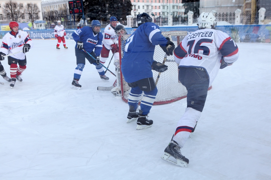 В канун Дня защитника Отечества команды Брейтовского и Некоузского районов сразились в хоккей
