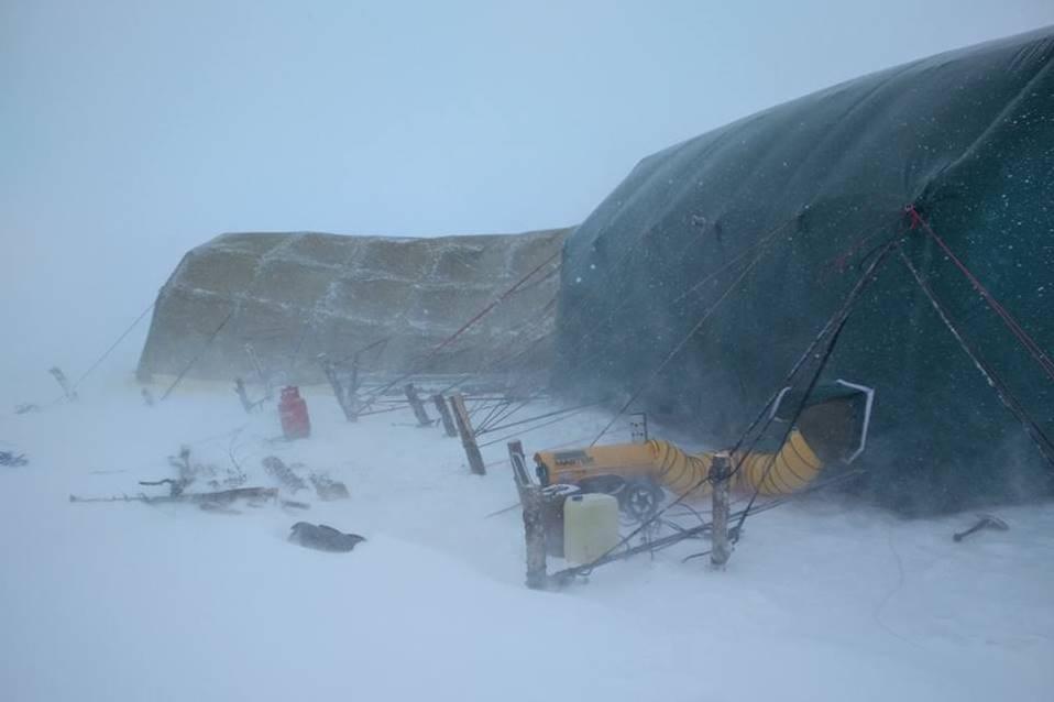 Аквалангисты продолжают подледное исследование затопленных святынь Мологского края