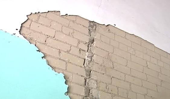 За трещиной на стене в ярославской школе будут пристально следить