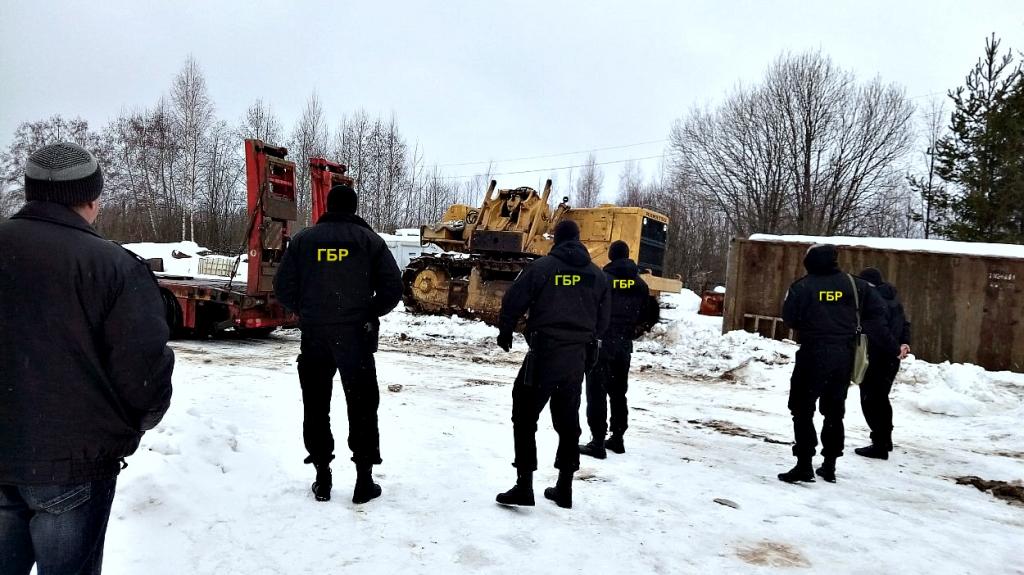 Предприниматель из Ярославской области лишился трубоукладчика и семи фур из-за долга в 12 миллионов