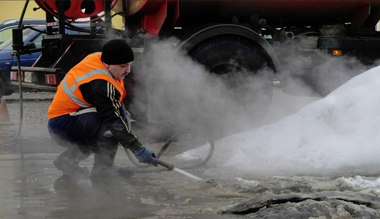 В Ярославле чистят ливневки и готовятся к паводку