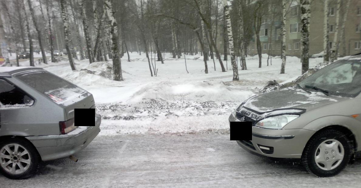 Один человек пострадал при столкновении иномарки и ВАЗа в Ярославской области