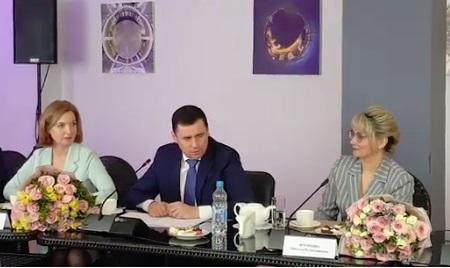 Дмитрий Миронов рассказал, как поздравлял свою маму в детстве: видео