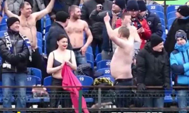 Болельщица «Шинника» устроила стриптиз на стадионе во время матча: видео