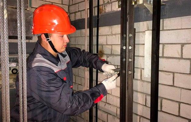Мэр Ярославля раскритиковал работу подрядчиков по замене лифтов
