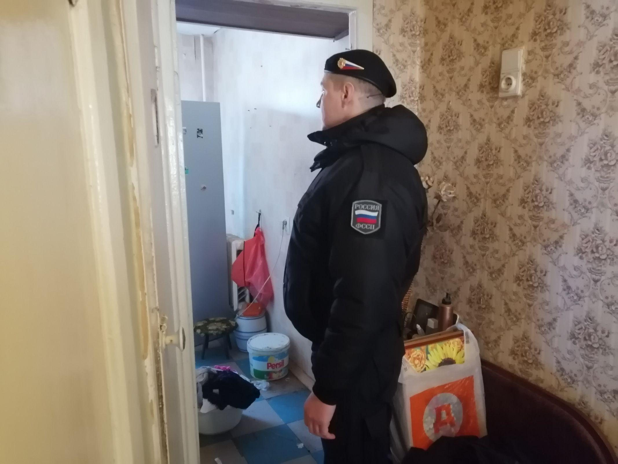 В Ярославле приставы спилили замки и выселили мужчину из квартиры за долги по ипотеке