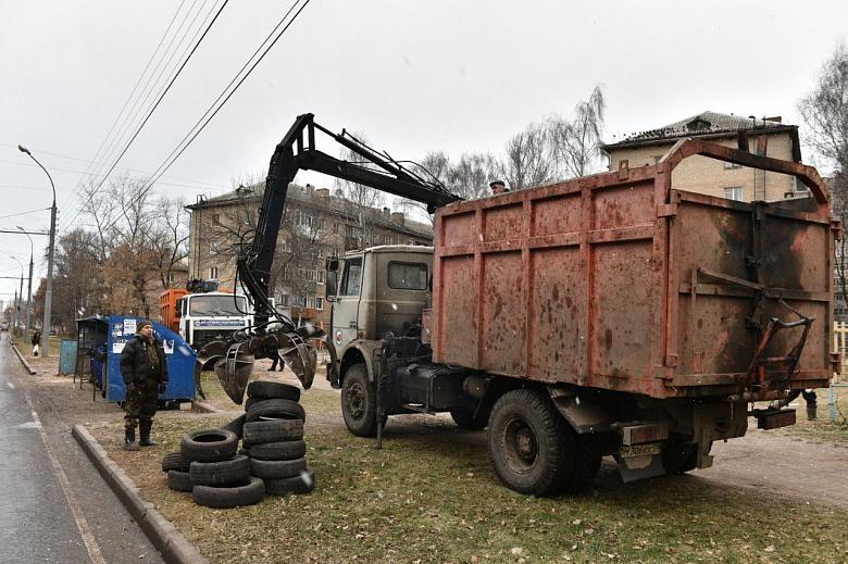 Охота на колеса. Как в Ярославле ведут борьбу с бесхозными шинами