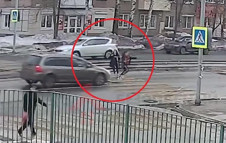 На Пятерке в Ярославле иномарка сбила девочку: видео
