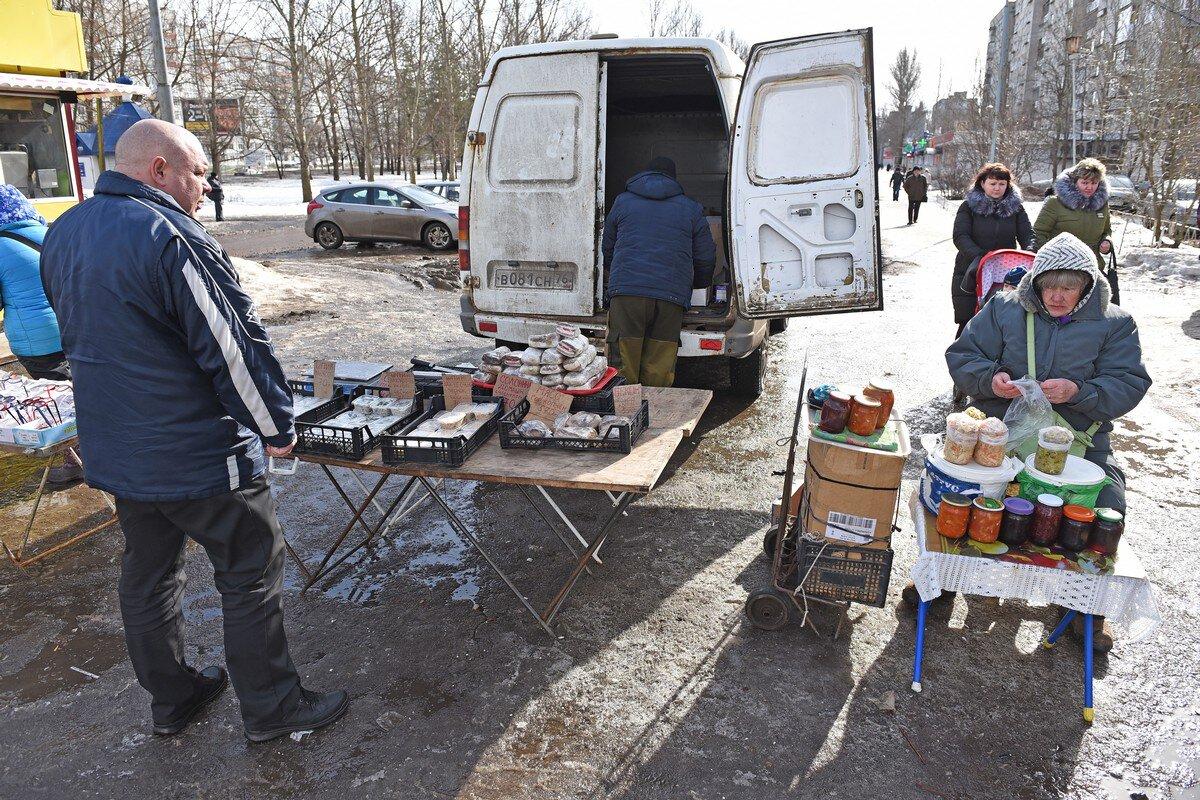 Без трусов и огурцов: в Ярославле разогнали незаконных торговцев
