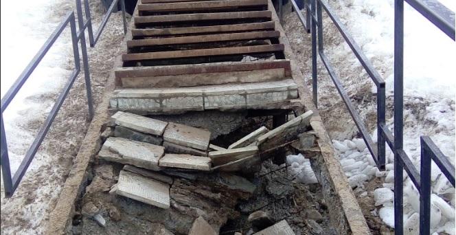 Власти в Тутаеве пообещали восстановить обрушившуюся лестницу у Воскресенского собора