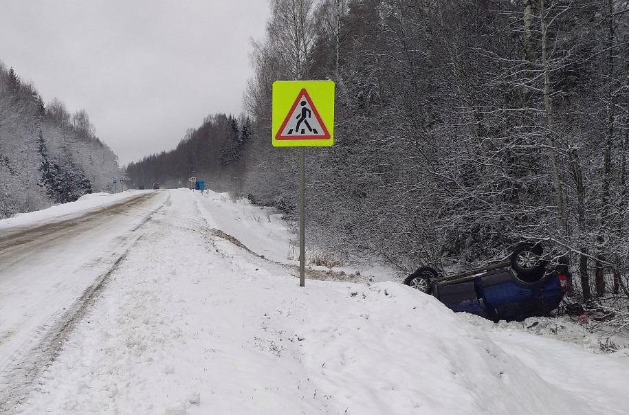 В Ярославской области «Хендэ» вылетел в кювет и опрокинулся: пострадала женщина