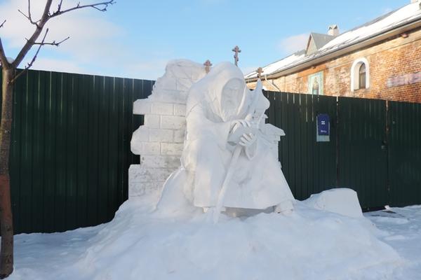 Осужденные изготовили памятник для Софийского монастыря