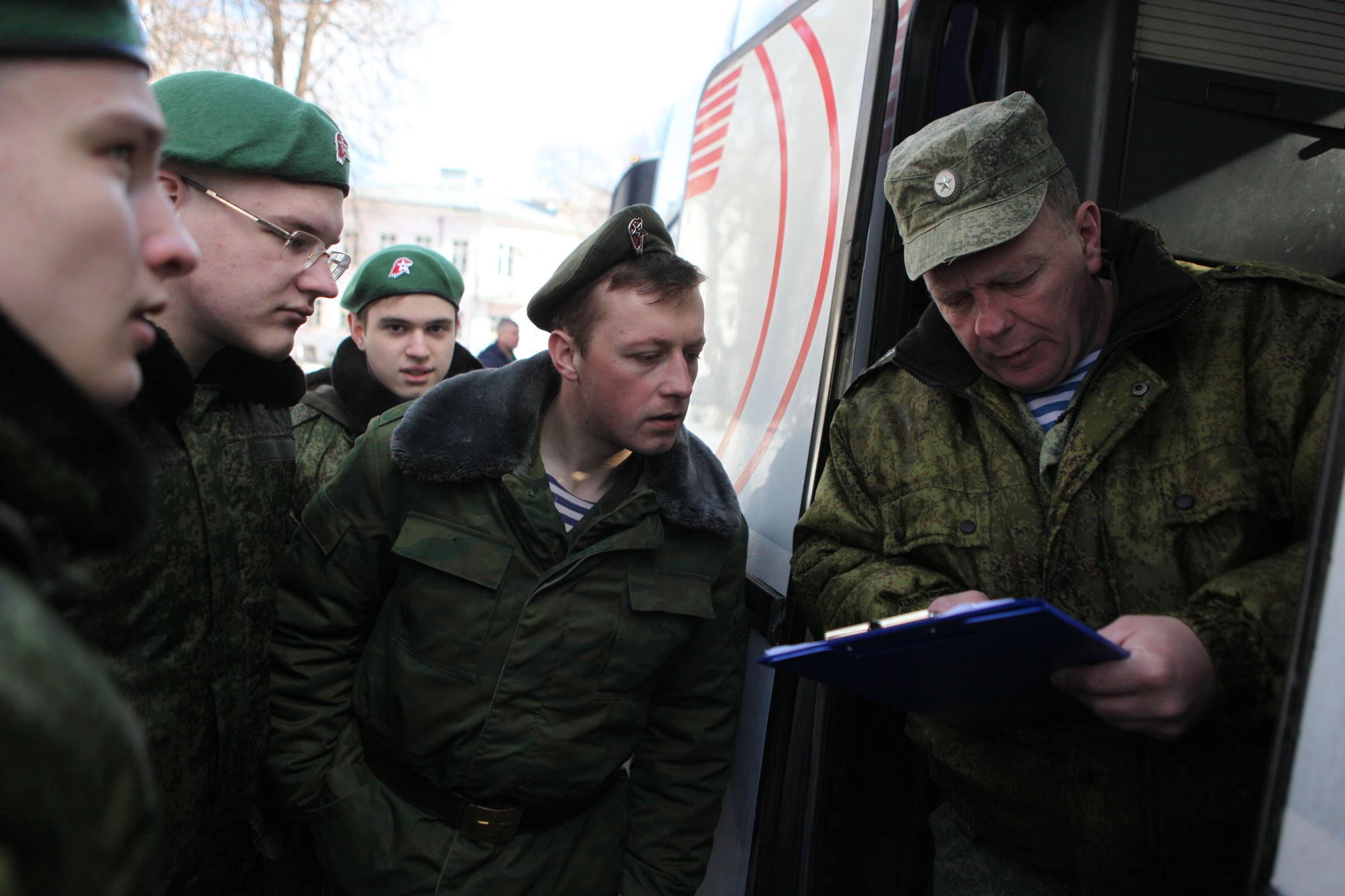 Ярославские юнармейцы отправились на военно-патриотические сборы: фото