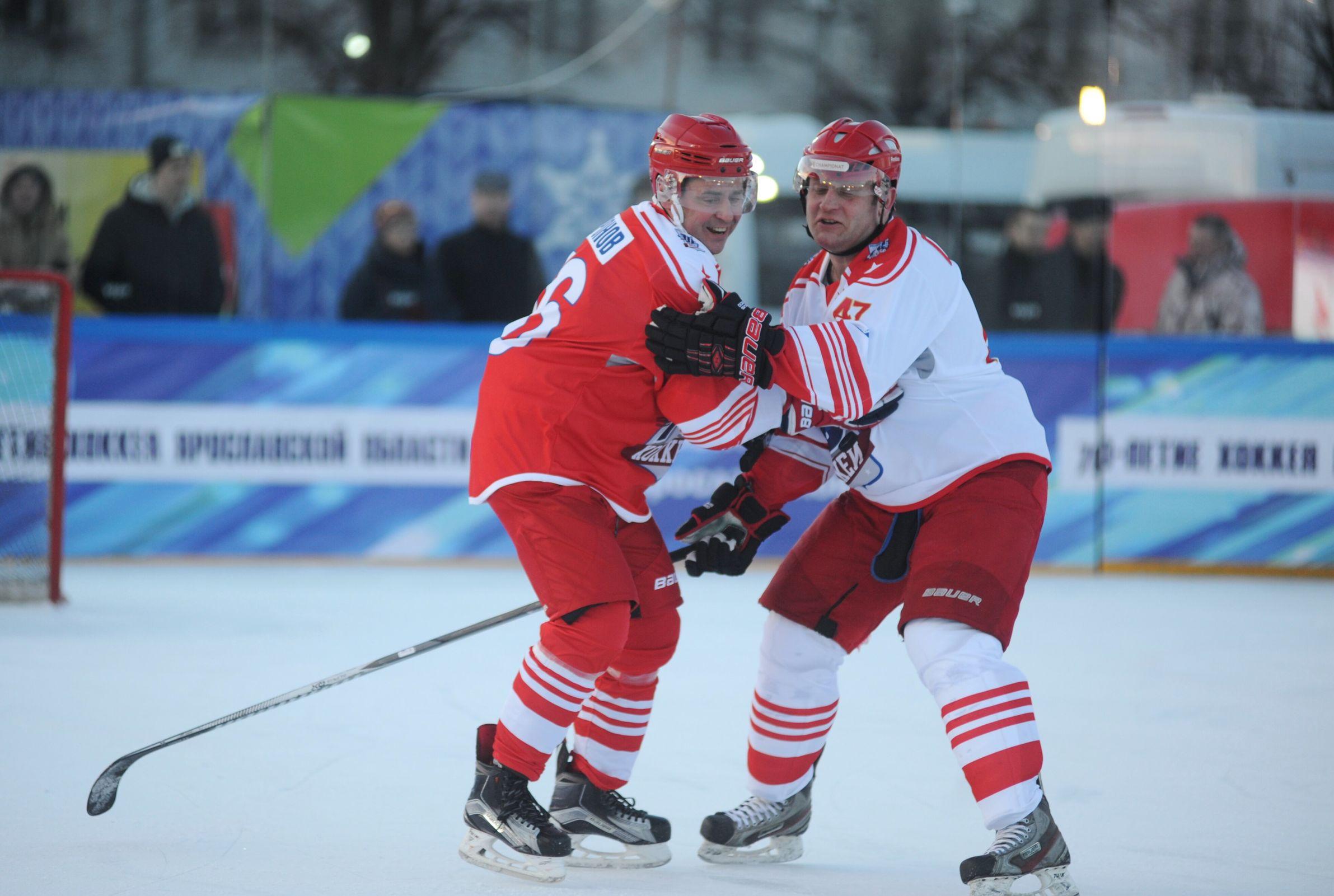 В Ярославле прошел матч с участием звезд, посвященный 70-летию хоккея в регионе