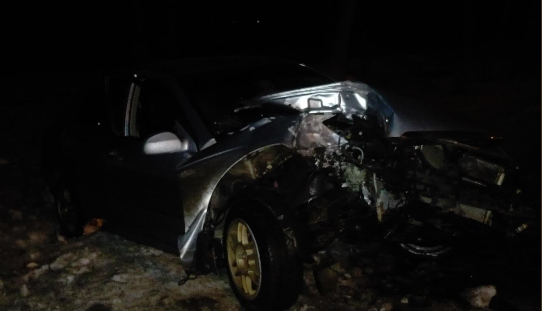 В Ярославле иномарка врезалась в дерево: двое пострадавших