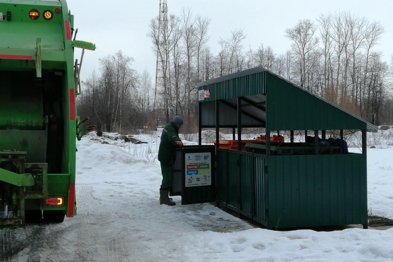 Фотофакты о нарушениях при выгрузке мусора из контейнеров можно направить на ящик «Хартии»